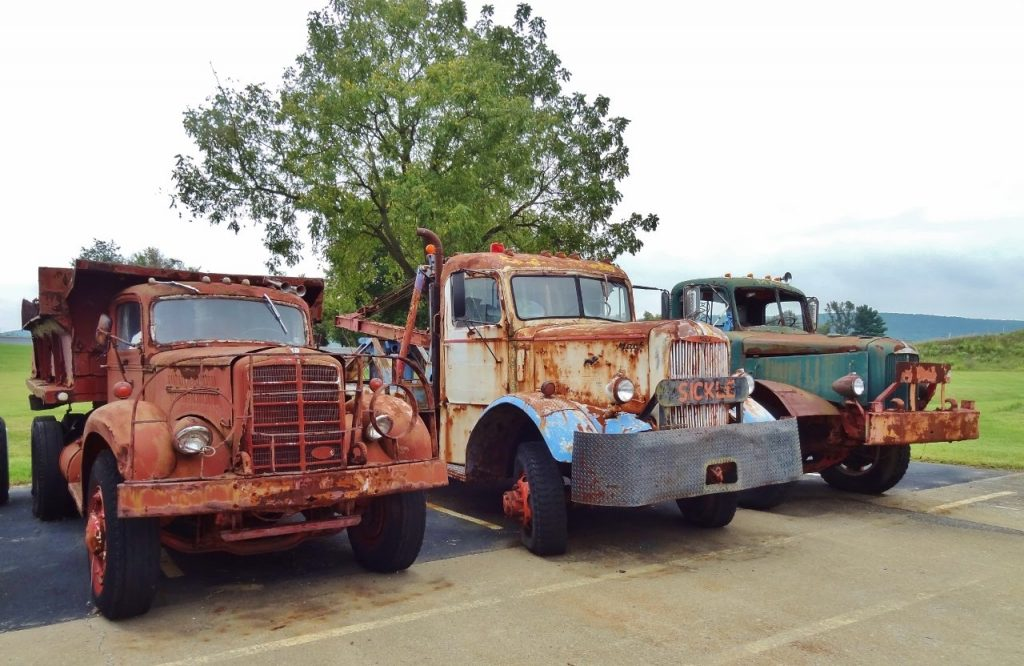 old-mack-trucks-Auckland